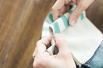 5.ロープを通す部分を3つ折りにして縫う。