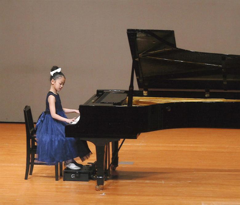 女の子のピアノの発表会