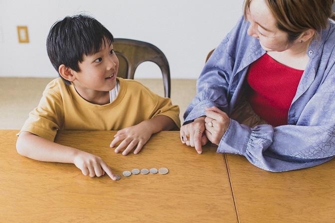 家庭教育アドバイザー・柳川由紀さんと考えるどうしてる?子どものマネー教育とお小遣い